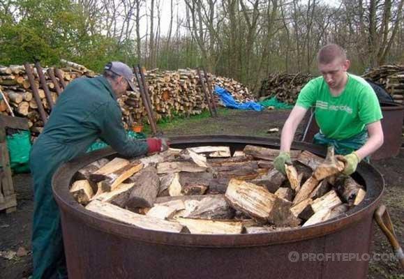 собственное производство древесного угля в бочке
