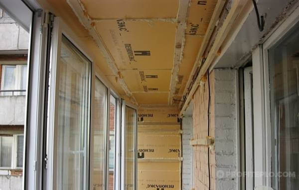 монтаж потолочного утеплителя